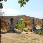 Pont Julien, sobre el riu Calavon. el seu nom prové de la colònia romana Apta Julia, avui la població d' Apt. Foto: Històries d'Europa.