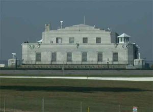 Edifici central de la base militar de Fort Knox a Kentucky, i amb edifici on es vigilen les reserves federals d'or