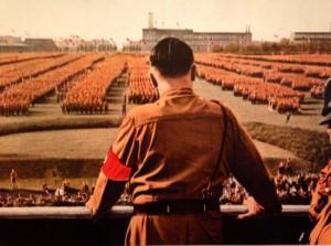 Adolf Hitler adreçant-se a les tropes.