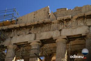 Detall de les metopes que resten, molt fragmentades, al Partenó.