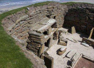 El poblat d'Skala Brae a les Òrcades, es va descobrir símbols que podrien ser d'escriptura