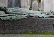 Monument fúnebre a Félix Faure, amb les banderes França i Rússia pe simbolitzar l'aliança