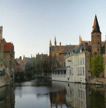 Els canals de Bruges van ser la raó de l'auge de la ciutat, de la seva decadència, i finalment d la seva resurecció com a atractiu turístic. Foto: Wikimedia Commons